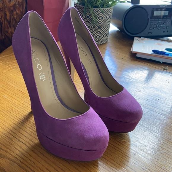Size 37 / 6.5 aldo suede heels